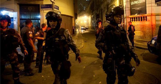 Mondiali Brasile 2014, per i poliziotti armatura di 15 chili in stile Robocop