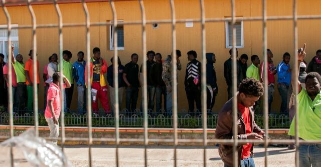 Spagna, il governo offre 350 euro agli immigrati irregolari per tornare in patria
