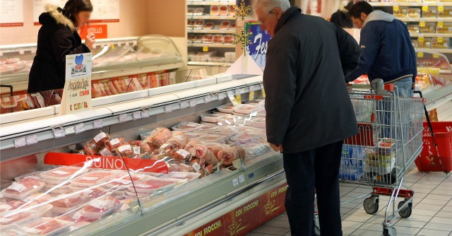 """Fiducia consumatori, record dal 2011. """"Ottimismo per le promesse di Renzi"""""""