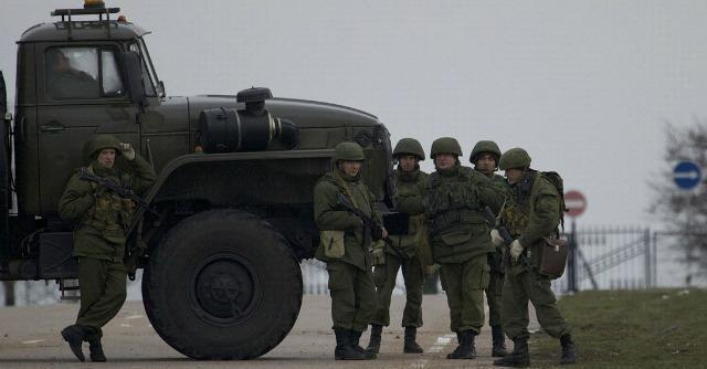 """Russia-Ucraina, Kiev: """"Ci hanno dichiarato guerra"""". Kerry: """"Pronti a isolare Mosca"""""""
