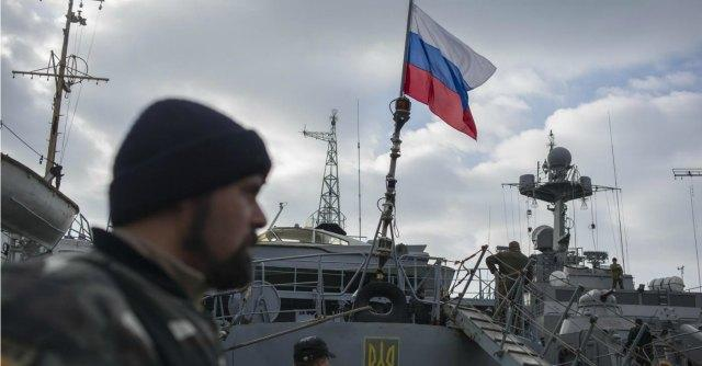 Mosca, Putin ratifica annessione Crimea. Ue firma accordo politico con Ucraina