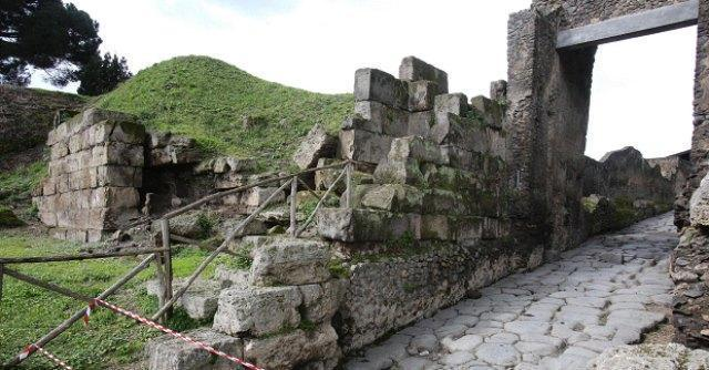 Pompei, ancora due crolli. Franceschini convoca riunione d'emergenza