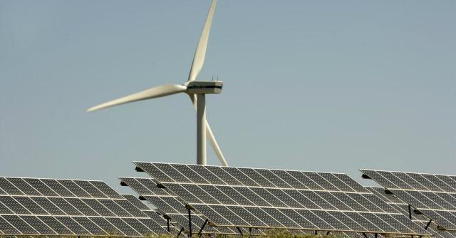 """Greenpeace: """"Solo il 4% dell'energia prodotta dai big Ue arriva dalle rinnovabili"""""""