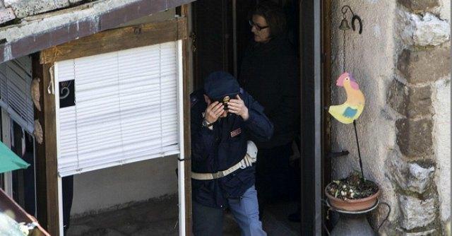 Femminicidio, uccide la moglie a colpi di martello in casa davanti ai figli di 9 anni