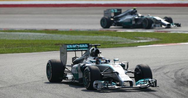 Formula 1, Gp Malesia: vince Hamilton, doppietta Mercedes. Quarto Alonso