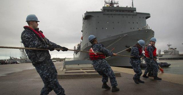 """Armi chimiche siriane, """"container difettosi"""". Rinviato trasbordo a Gioia Tauro"""