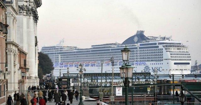 Venezia, il Tar boccia i limiti del governo imposti alle navi da crociera in laguna