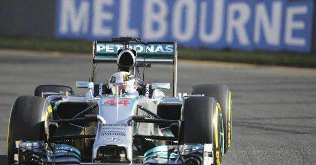 F1: a Melbourne Hamilton in pole. Alonso quinto. Male Raikkonen (12°) e Vettel (13°)