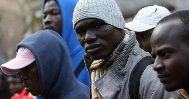 """""""Immigrati in Italia? Saranno pensionati poveri"""". E se rimpatriano addio contributi"""
