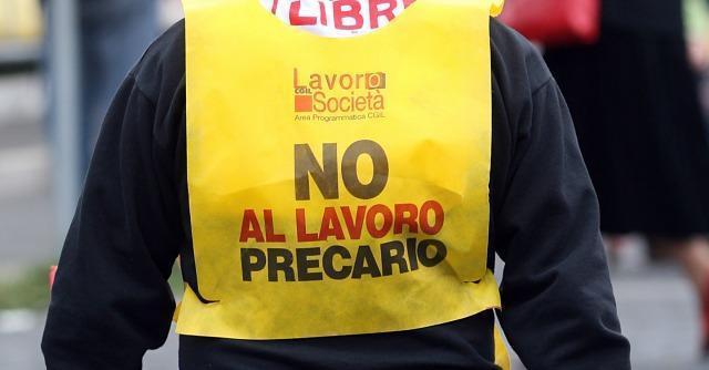 """Lucca, """"offresi lavoro di amministrazione"""". Ma la prova è fare il porta a porta"""