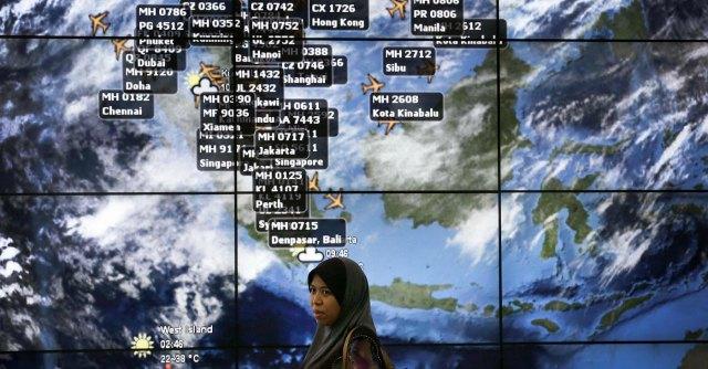 """Malaysia Airlines, aereo scomparso: """"Ritrovati 122 oggetti nell'Oceano Indiano"""""""