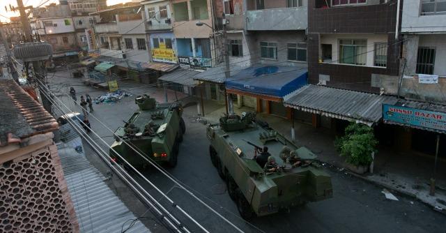 Mondiali Brasile 2014, la pacificazione? Blitz dei militari nelle favelas di Rio