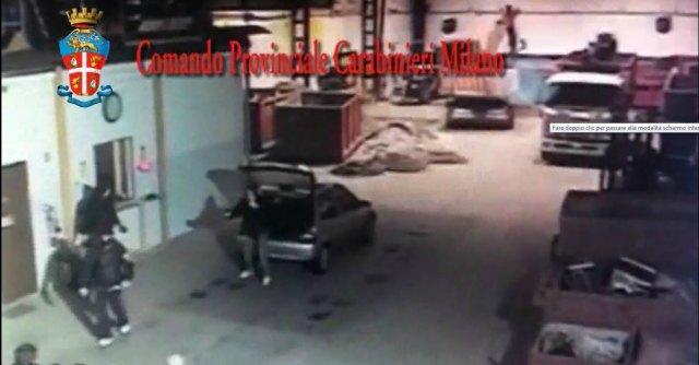 Milano, imprenditore ucciso durante una rapina. Le immagini dell'omicidio