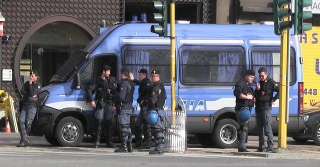 """Blocco contratti, a Bologna la protesta della polizia: """"Non faremo più straordinari"""""""