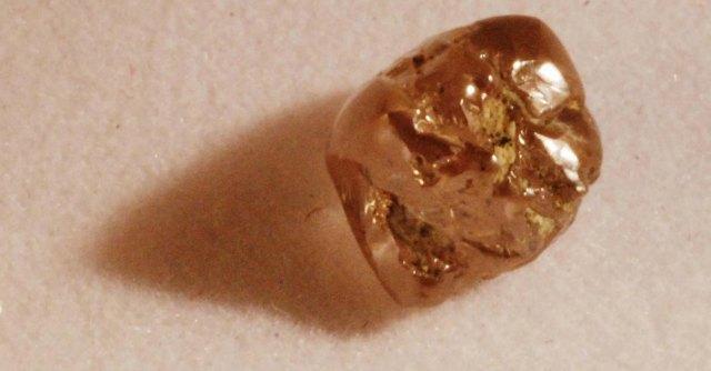 Un piccolo diamante svela che sotto la Terra ci sono sconfinati oceani