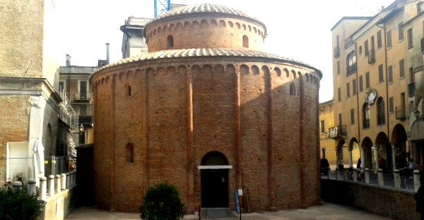 """""""Adotta un mattone"""". A Mantova il crowfounding salva la chiesa millenaria"""