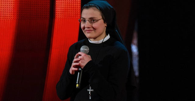 Suor Cristina trascina The Voice: c'è una strategia dietro il fenomeno virale