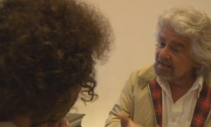 """Servizio Pubblico, Beppe Grillo: """"Se non siete onesti, votate Renzi"""""""