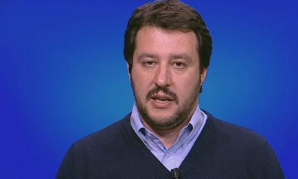 """Servizio Pubblico, Salvini: """"L'euro è morto, è una moneta sbagliata"""""""