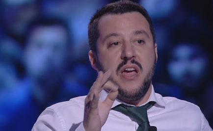 """Servizio Pubblico, Salvini vs Sarti: """"Grillo non ha le palle, chieda scusa"""""""