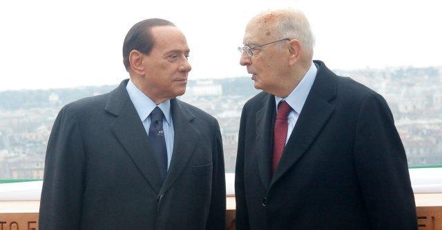 """Berlusconi, M5S: """"Il pregiudicato è ancora Cavaliere. Napolitano non muove un dito"""""""