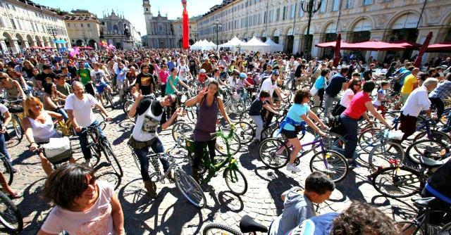 Bici anti-crisi: il mercato resiste, l'industria cresce. E sono sempre di più le elettriche
