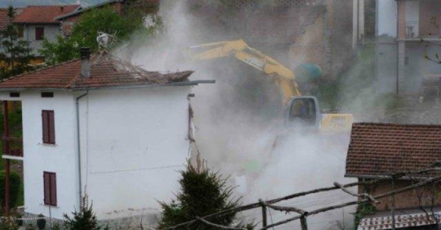 Frana distrugge le case. Regione stanzia fondi per ricostruire, ma dimentica i privati