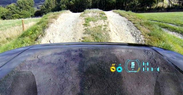 Land Rover inventa il cofano 'trasparente': è l'ultima magia della realtà aumentata