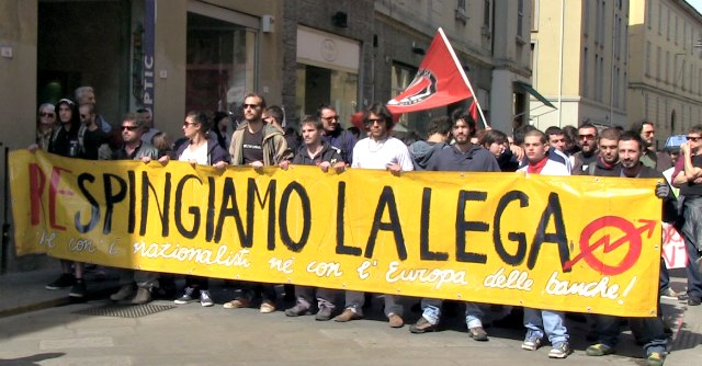 """25 aprile, corteo contro Lega Nord. Salvini: """"Renzi complice nuova occupazione Italia"""""""