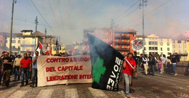 """25 aprile Parma, Pizzarotti contestato: """"Né di destra, né di sinistra: fascista"""""""