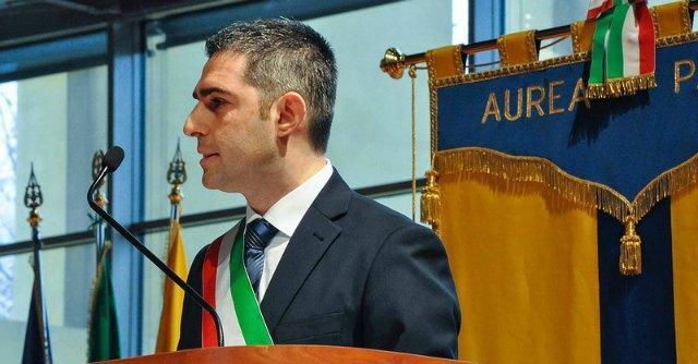 """Pizzarotti risponde all'attacco di Casaleggio: """"Io continuo a fare il sindaco"""""""