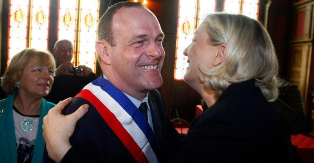 Francia, sindaci della Le Pen a lavoro. E già sparisce la giornata anti-schiavitù