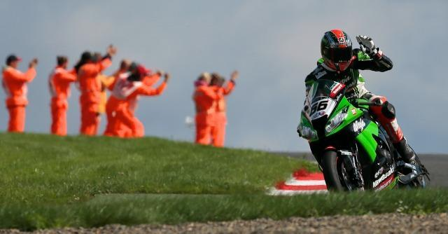 Mondiale Superbike, 20° pole position in carriera per Tom Sykes. Dominio Kawasaki