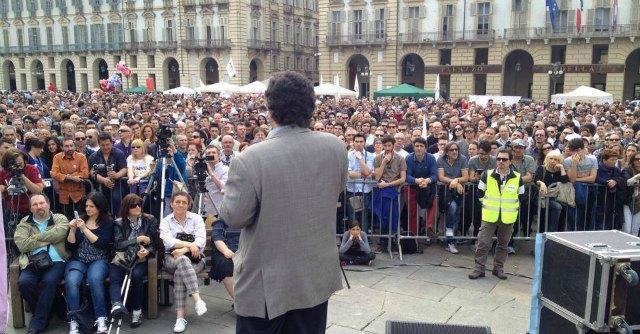 Torino, M5S in piazza Castello lancia la sfida a Chiamparino con Davide Bono