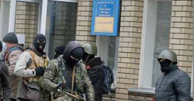 """Ucraina, ancora tensione nell'est. Il ministro dell'Interno: """"Morti e feriti"""""""