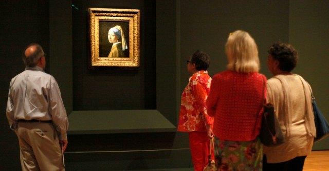 Turisti da tutta Europa per la mostra di Vermeer. Ma le spiegazioni solo in italiano