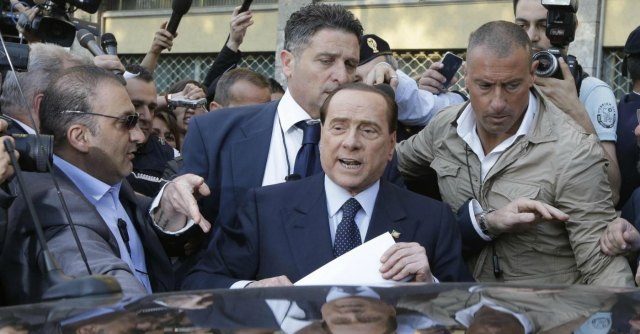 """Europee, calano gli ascolti ma Berlusconi continua tour tv: """"Non possono zittirmi"""""""