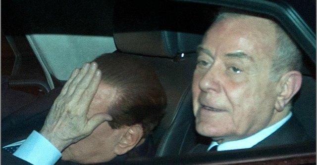 """Riforme, Renzi vede Berlusconi a poche ore dall'ok ai servizi sociali: """"Il patto tiene"""""""