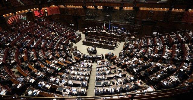 Dl lavoro, Governo pone questione di fiducia a Montecitorio