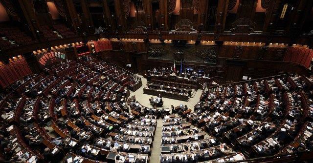 """Immigrazione, Alfano parla alla Camera La Lega: """"Dimettiti"""". Lui: """"Volete i morti"""""""