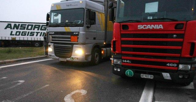Trasporti, chi ha paura dei camionisti: l'unica lobby che evita i tagli