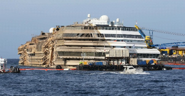 Costa Concordia, sbanda nuovemante cassone per la rimozione del relitto