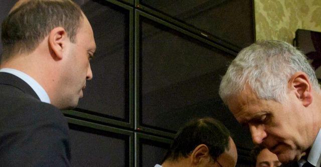 """Ncd, """"da 15 senatori lettera contro Alfano: rischio scissione"""". Il partito smentisce"""