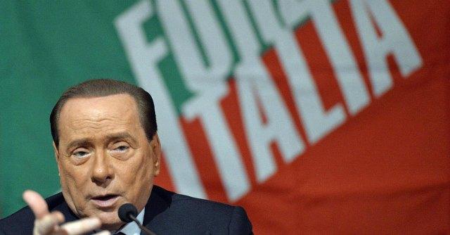 """Berlusconi: """"Per tedeschi lager mai esistiti"""". Pse: """"Dichiarazioni spregevoli"""""""