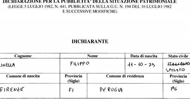 """Redditi parlamentari, M5s e lo stato civile. Nuti: """"Nubile"""". Gallinella: """"Italiano"""""""