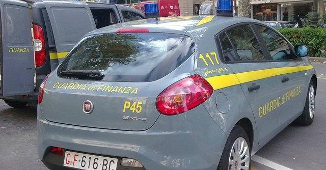 Droga, 235 kg di cocaina sequestrati dalle fiamme gialle nel porto di Gioia Tauro