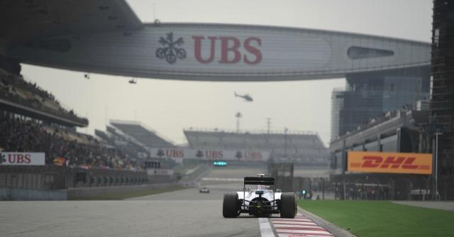 Formula 1, Gp di Cina: Hamilton in pole davanti a Ricciardo e Vettel. Quinto Alonso