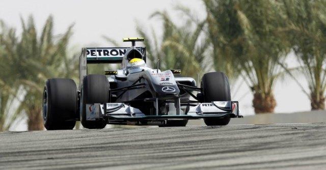 F1, qualifiche Gp Bahrein: dominio delle Mercedes. Delusione Vettel