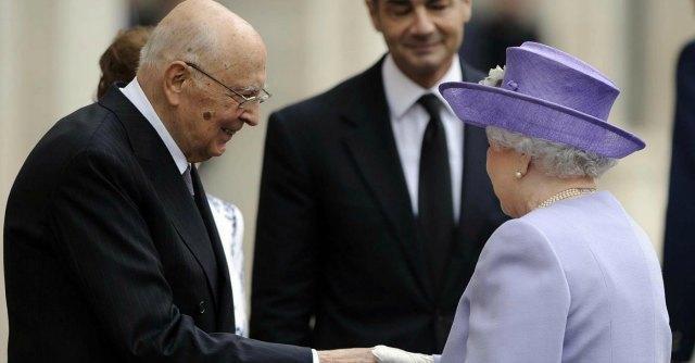 Regina Elisabetta a Roma, incontri con Napolitano e Papa Francesco