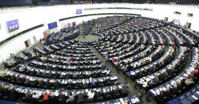 Roaming, l'Unione europea fissa lo stop ai costi supplementari da dicembre 2015